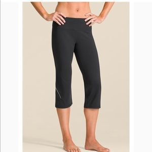 Athleta black power kick Capri Women's Small